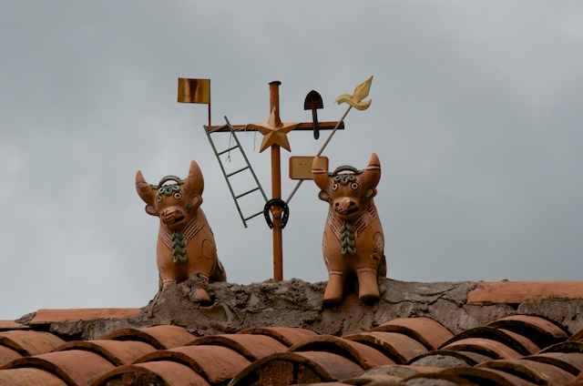 19. Peruvian roof shrine