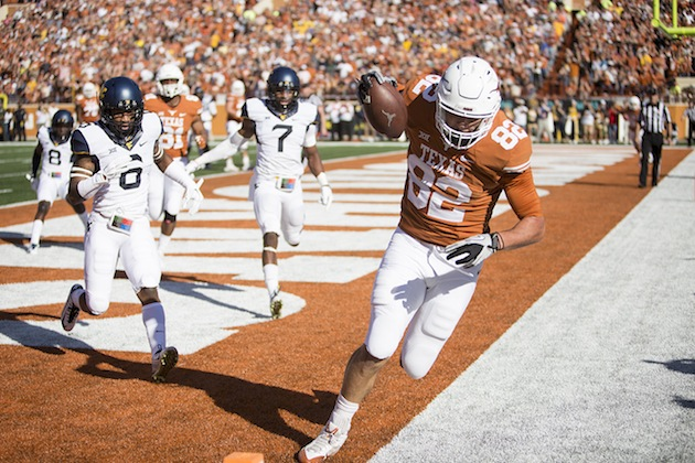 Texas Rolls Over West Virginia, 33-16